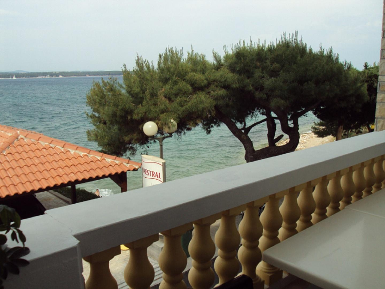 balcony overlooking the sea Slide-7