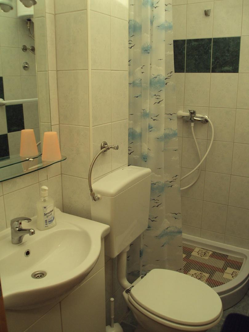 bathroom with shower Slide-5