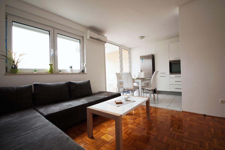 Lovely Apartment in Pula Slide-1