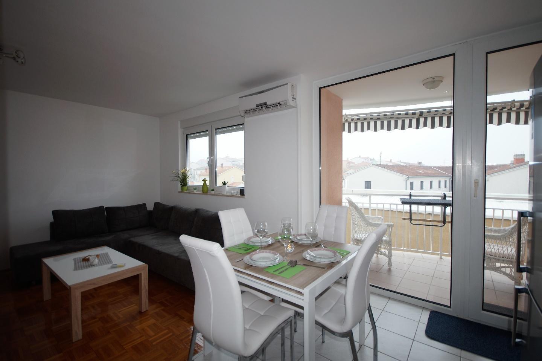 Lovely Apartment in Pula Slide-3
