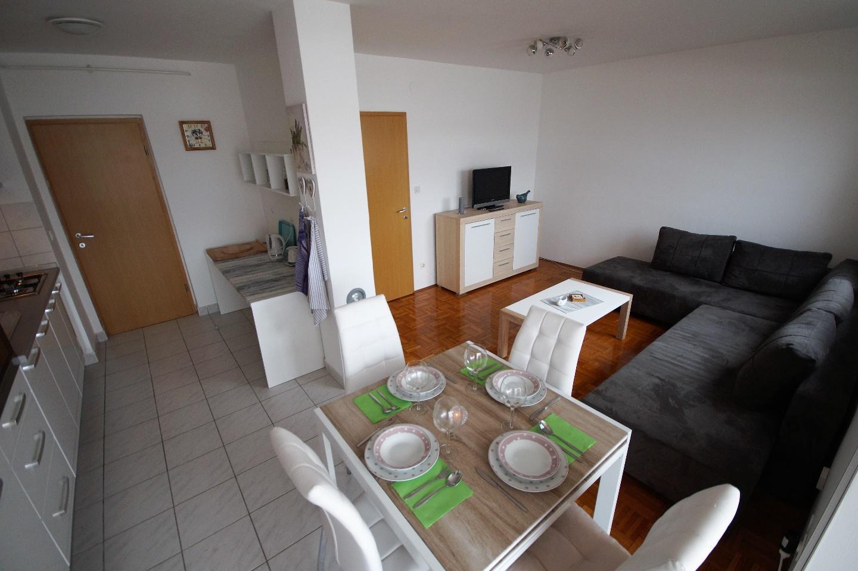 Lovely Apartment in Pula Slide-5