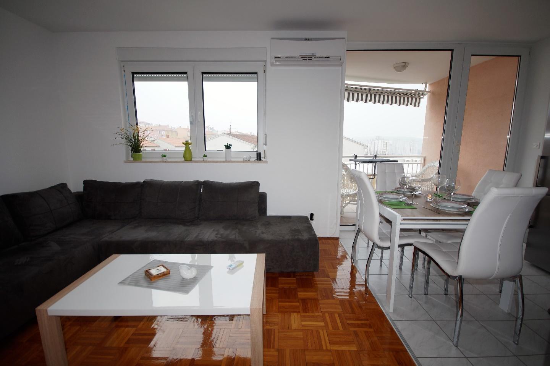 Lovely Apartment in Pula Slide-2