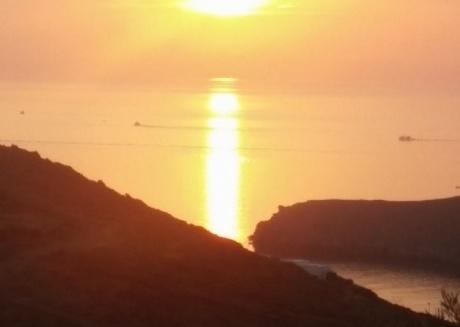 coucher du soleil-betwen Kini and Delfini, Syros