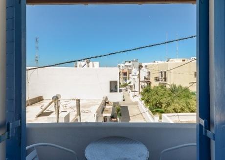 depis economy triple room Naxos town