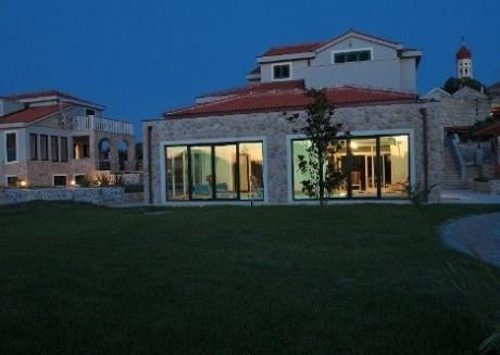 Murter - Betina - Luxury villa with swimming pool, sauna, jacuzzi and gym for 8 persons and 4 extra beds