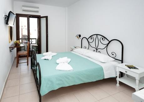 depis double superior room in Naxos town