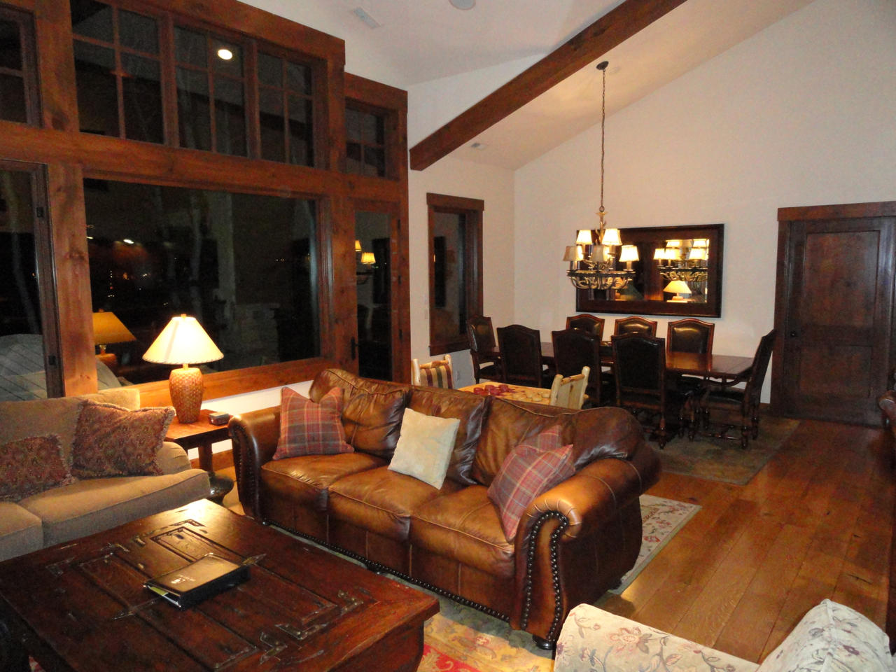 Great room with vaulted ceiling Slide-4