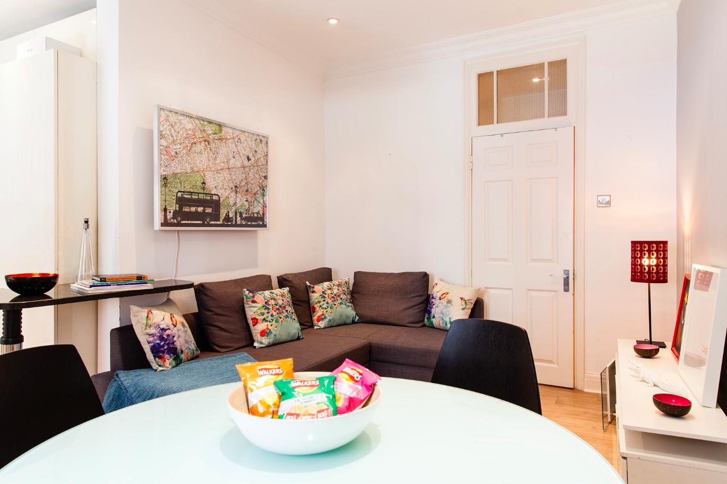 SUPERB,COSY 2bed/2bath Apartment in Oxford Street! Slide-2