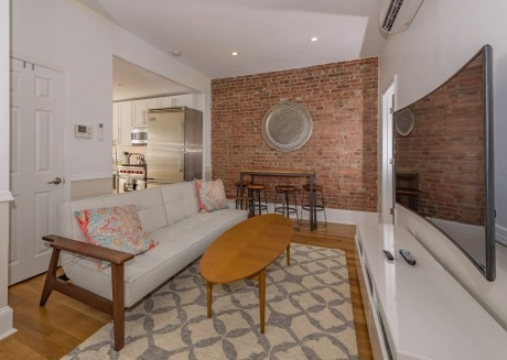 Stylish 2 BR Flat w/Backyard Near Grove St. PATH
