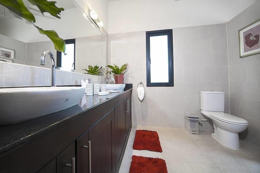 Villa Gaew Jiranai   4 Bed Holiday Pool Home in... Slide-25