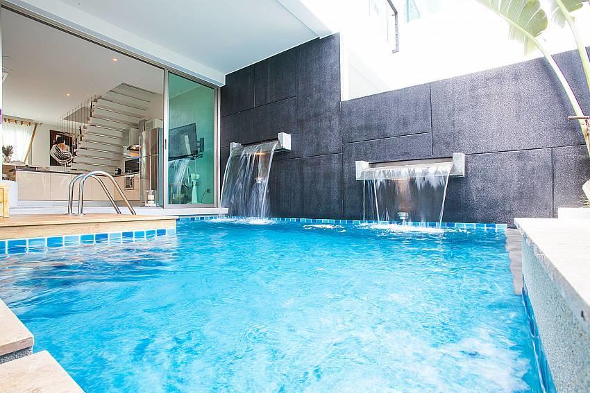 Friendship Villa No.7 | 2 Bed Beachfront Pool V... Slide-2