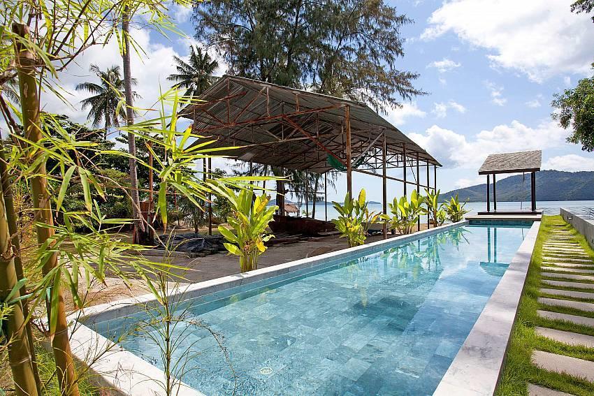 Friendship Villa No.7 | 2 Bed Beachfront Pool V... Slide-3