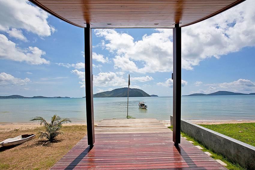 Friendship Villa No.7 | 2 Bed Beachfront Pool V... Slide-4
