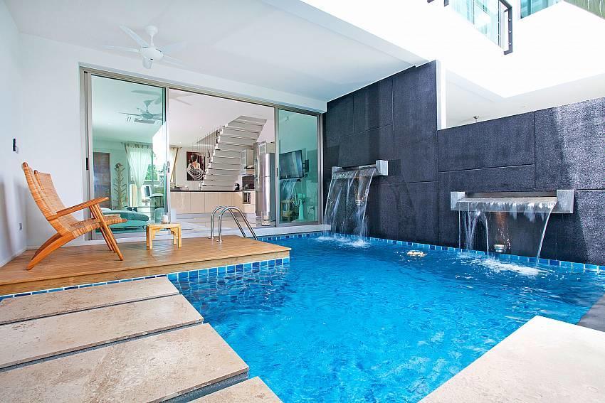 Friendship Villa No.7 | 2 Bed Beachfront Pool V... Slide-1