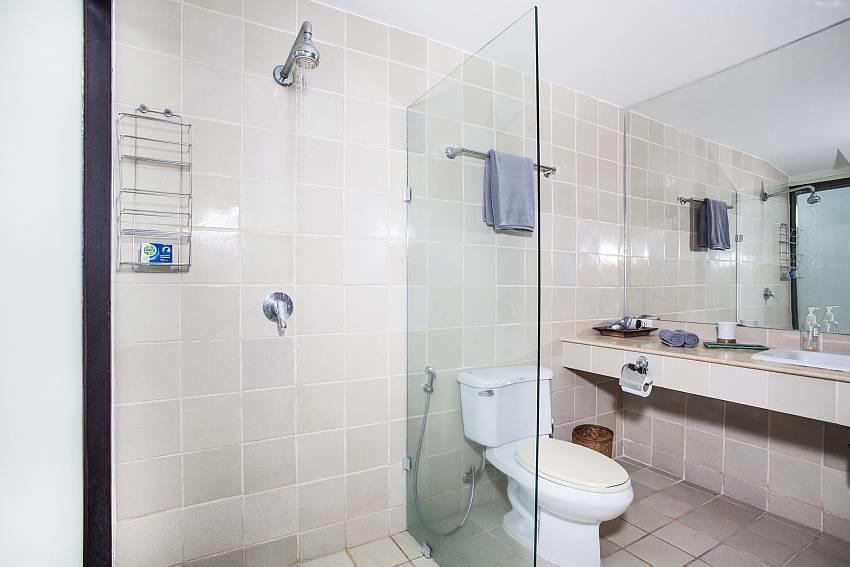 Villa Kanya | Stylish 4 Bed Holiday Pool Home i... Slide-19