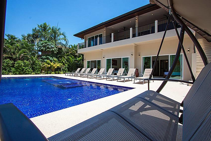 Si Fah Villa | 7 Bed Splendid Tropical Rental i... Slide-1