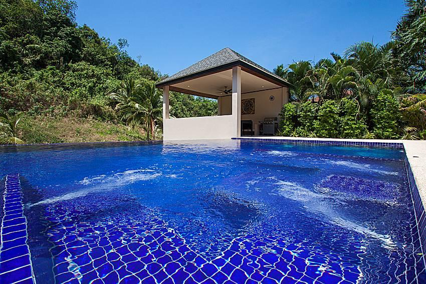 Si Fah Villa | 7 Bed Splendid Tropical Rental i... Slide-3