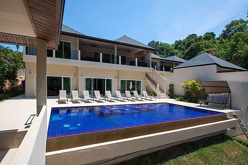 Si Fah Villa | 7 Bed Splendid Tropical Rental i... Slide-2