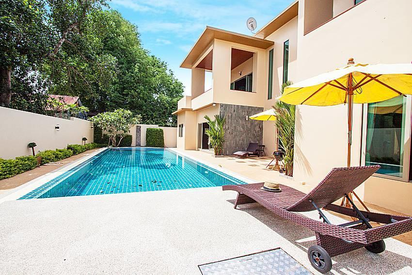 Pensri Villa | 4 Bed Pool Summer House in Rawai... Slide-2