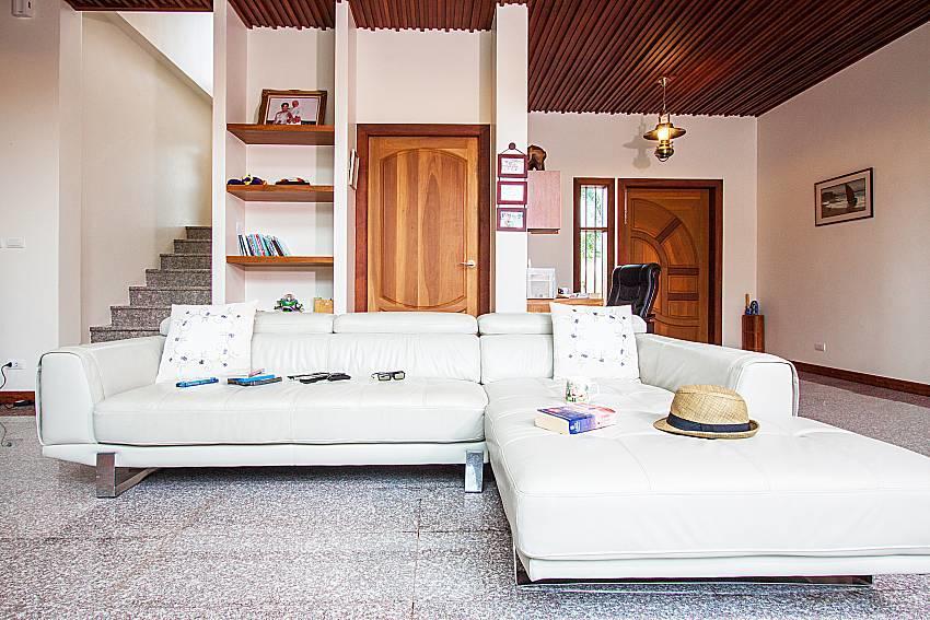 Pensri Villa | 4 Bed Pool Summer House in Rawai... Slide-5
