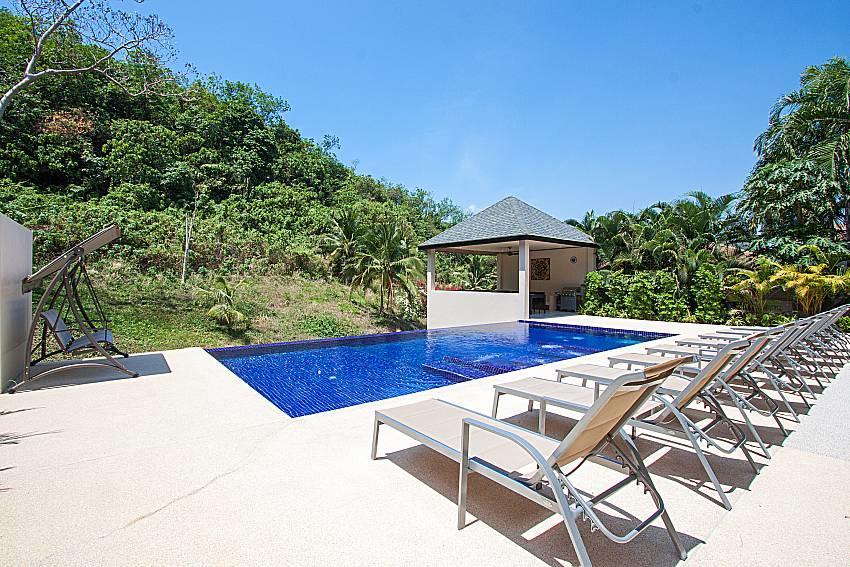 Si Fah Villa | 7 Bed Splendid Tropical Rental i... Slide-39