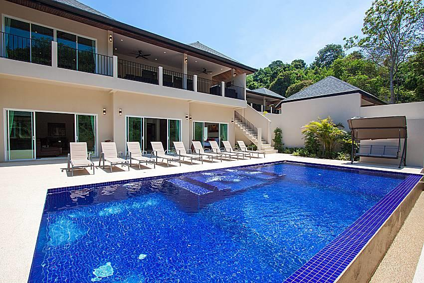 Si Fah Villa | 7 Bed Splendid Tropical Rental i... Slide-42