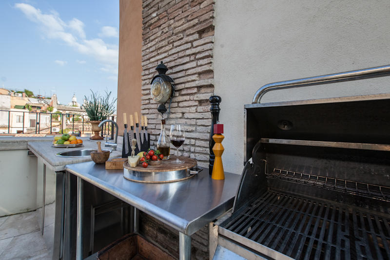 Phoebe apartment in Rome - Terrace with grill f... Slide-1
