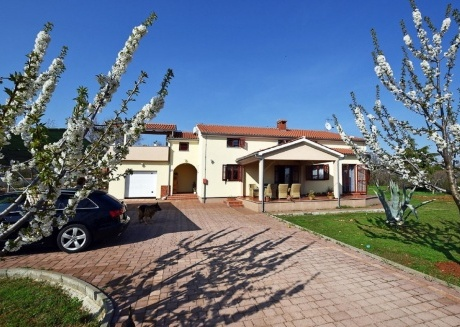 Spacious apartment in Nova Vas with Parking, Internet, Air conditioning, Balcony