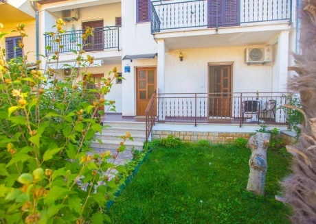 Cozy apartment in the center of Funtana with Parking, Internet, Air conditioning, Balcony