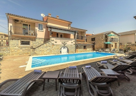 Cozy apartment in the center of Tar with Parking, Internet, Air conditioning, Pool