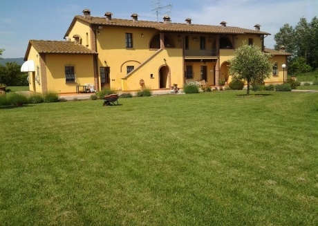 Cozy aparthotel very close to the centre of Cascina with Parking, Internet, Air conditioning, Pool