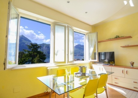 Spacious apartment in the center of Bellagio with Parking, Internet, Air conditioning