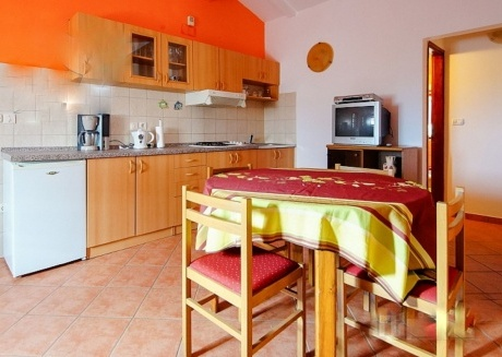 Spacious apartment very close to the centre of Vodnjan with Internet, Washing machine, Air conditioning, Garden