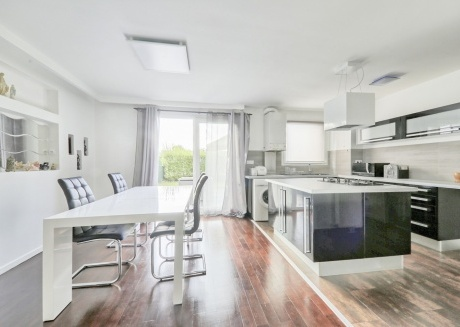 Cozy apartment in Montévrain with Parking, Internet, Garden, Terrace
