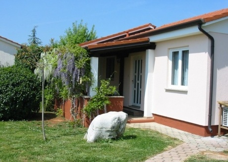 Cozy house in Vrvari with Parking, Internet, Air conditioning, Pool