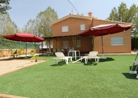 Spacious house in Seseña with Internet, Washing machine, Air conditioning, Pool