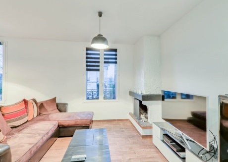 Cozy apartment in the center of Coupvray with Parking, Internet, Washing machine, Garden