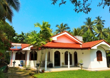 Cozy house close to the center of Beruwala with Internet, Washing machine, Garden