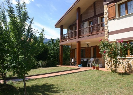 Spacious apartment in Trucios-Turtzioz with Internet, Washing machine, Balcony, Garden