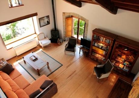 Spacious house in Torrearévalo with Internet, Washing machine, Balcony, Garden