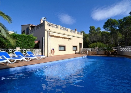 Cozy villa in the center of La Torre Vella with Parking, Internet, Washing machine, Pool