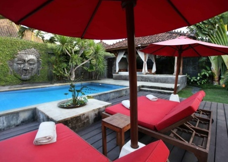 Spacious house in Denpasar with Internet, Washing machine, Pool, Balcony
