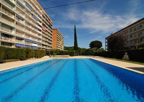 Cozy apartment in Santa Susanna with Lift, Washing machine, Pool, Garden
