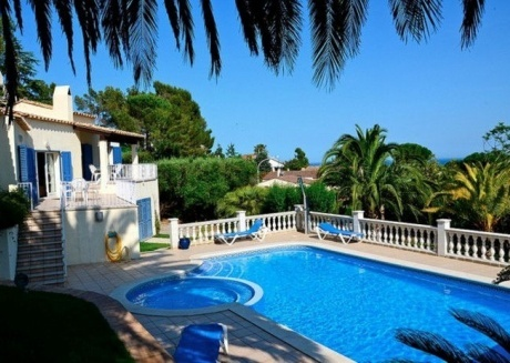 Cozy villa in the center of La Torre Vella with Internet, Washing machine, Pool, Garden