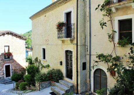 Cozy apartment in Gioia dei Marsi with Internet, Washing machine