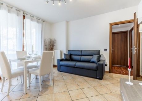 Cozy apartment very close to the centre of Limbiate with Lift, Parking, Internet, Washing machine