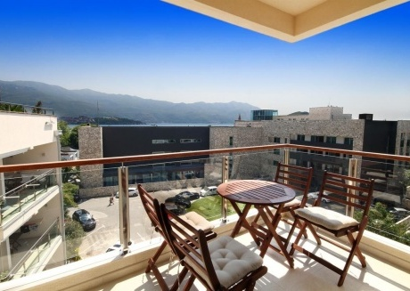 Spacious apartment very close to the centre of Budva with Lift, Parking, Internet, Washing machine