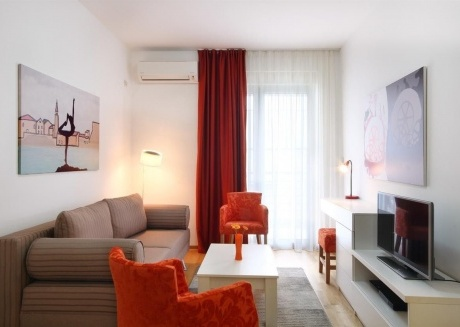 Cozy apartment very close to the centre of Budva with Lift, Parking, Internet, Washing machine