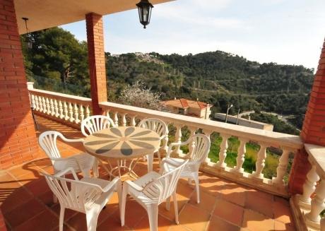 Cozy house in Santa Susanna with Washing machine, Garden, Terrace