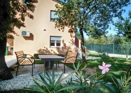 Cozy apartment in the center of Ližnjan with Parking, Internet, Air conditioning, Terrace